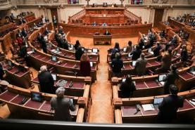 Covid-19: Assembleia da República levanta hoje parte das restrições, máscaras mantém-se