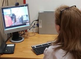 Jovens com escolioses acompanhados em telereabilitação no Centro Hospitalar do Oeste