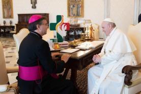 Papa recebeu logotipo e terço da Jornada Mundial da Juventude em Lisboa