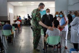Covid-19: Vacinação passará das autarquias para centros de saúde quando aliviar a pressão