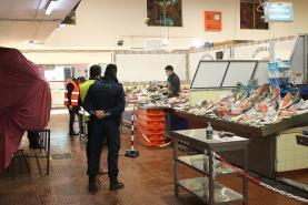 Covid-19: município realizou acção de sensibilização no Mercado Municipal da Lourinhã dedicada às medidas de prevenção