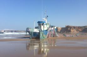 Embarcação de pesca meteu água e está a ser rebocada para o Porto de Peniche