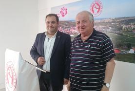 PSD e PS divididos quanto à atribuição da medalha de ouro a José Manuel Custódio