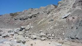 Acesso ao Portinho de Porto de Barcas alvo de intervenção após queda de rochas e obras de reparação do pontão estão paradas