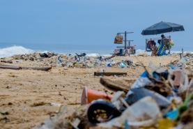 Estudo revela que oceano Atlântico pode ter 10 vezes mais plástico do que se pensava