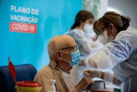 Covid-19: Nove em cada 10 portugueses aceita ser vacinado revela estudo