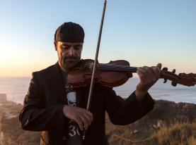 Violinista Nuno Santos homenageia profissionais do Centro Hospitalar do Oeste